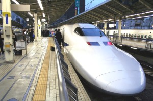 Shinkansen_Nozomi_in_Tokyo